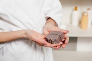 Que contient le savon exfoliant -Meilleur savon exfoliant bio et naturel – guide complet - Visage - Natura Bon